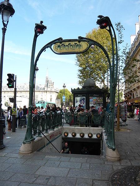 Photo du Monument Historique Métropolitain, station Saint-Michel situé à Paris 5e Arrondissement