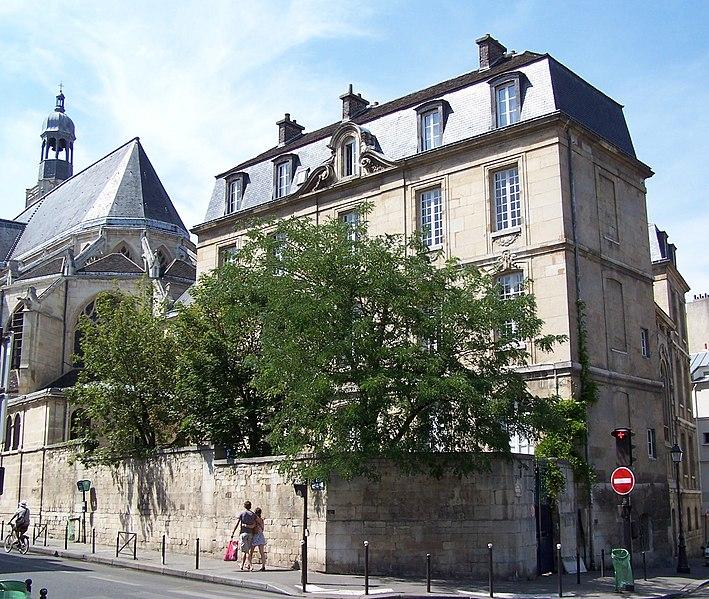 Photo du Monument Historique Presbytère de l'église Saint-Etienne-du-Mont situé à Paris 5e Arrondissement