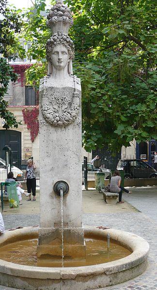 Photo du Monument Historique Fontaine du Marché-aux-Carmes situé à Paris 6e Arrondissement