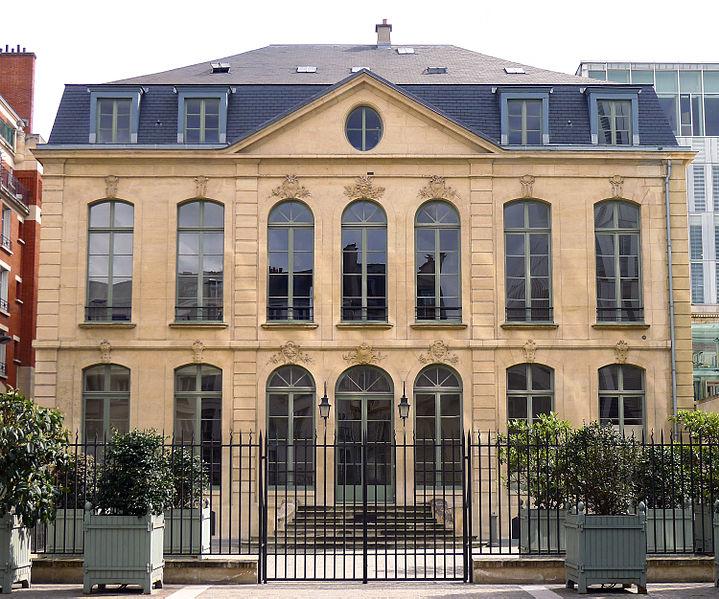 Photo du Monument Historique Ancien hôtel de Choiseul-Praslin, devenu immeuble de la Caisse Nationale d'Epargne, puis Musée Postal situé à Paris 6e Arrondissement