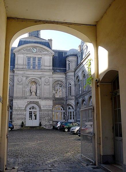 Photo du Monument Historique Immeuble de la Congrégation de la Mission des Lazaristes situé à Paris 6e Arrondissement