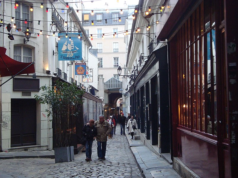 Photo du Monument Historique Passage de la Cour du Commerce Saint-André (voir aussi : Enceinte de Philipe-Auguste) situé à Paris 6e Arrondissement