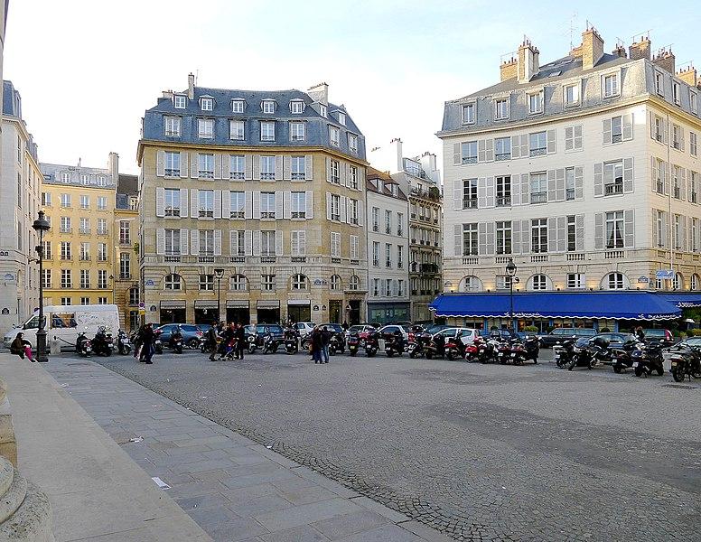 Photo du Monument Historique Place de l'Odéon : le sol situé à Paris 6e Arrondissement