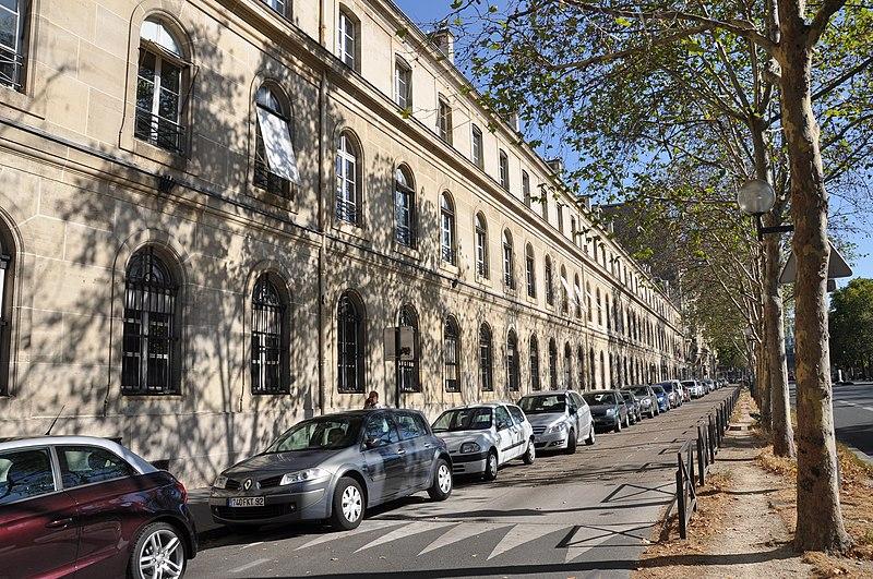 Photo du Monument Historique Hôtel Brongniart situé à Paris 7e Arrondissement