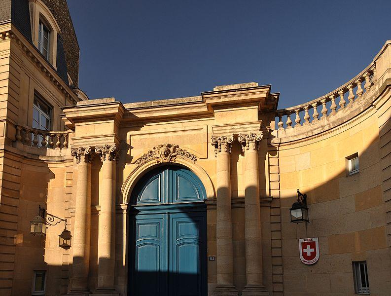 Photo du Monument Historique Ancien hôtel de Besenval ou ancien hôtel Chanac de Pompadour, actuellement siège de l'Ambassade de Suisse situé à Paris 7e Arrondissement