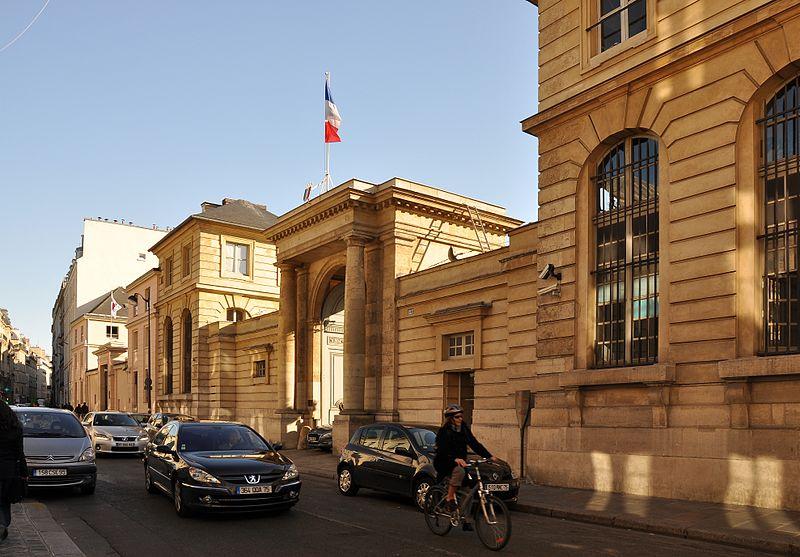 Photo du Monument Historique Hôtel du Châtelet  ou ancien archevêché de Paris, actuellement ministère du travail situé à Paris 7e Arrondissement