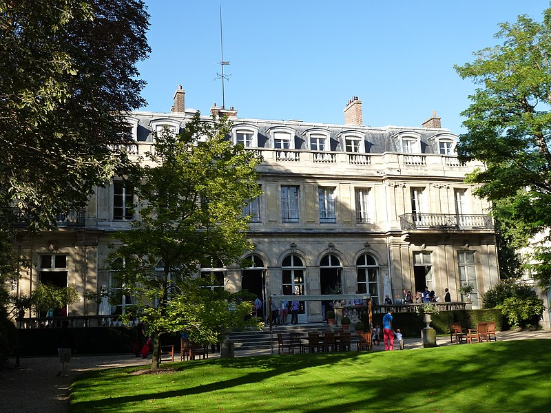 Photo du Monument Historique Hôtel de Clermont, actuellement Ministère des relations avec le Parlement situé à Paris 7e Arrondissement
