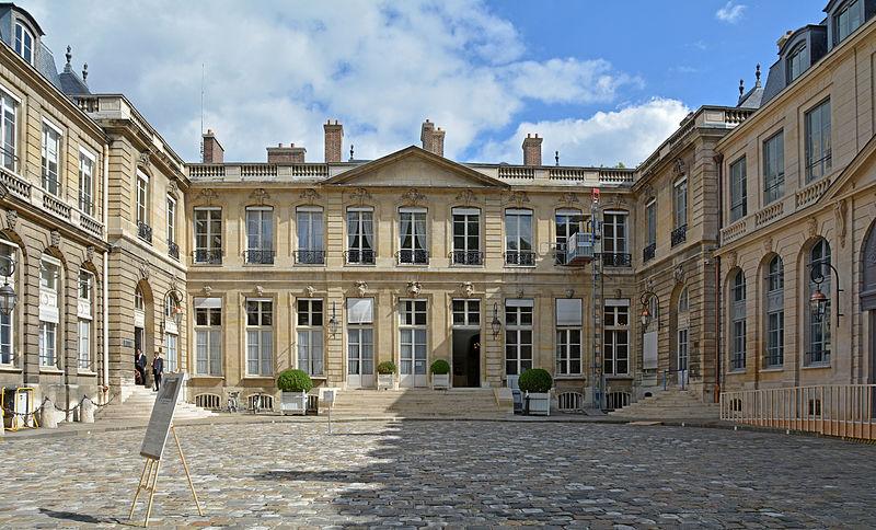 Photo du Monument Historique Hôtel de Roquelaure, actuellement ministère des travaux publics situé à Paris 7e Arrondissement