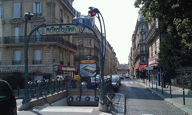 Photo du Monument Historique Métropolitain, station Europe situé à Paris 8e Arrondissement