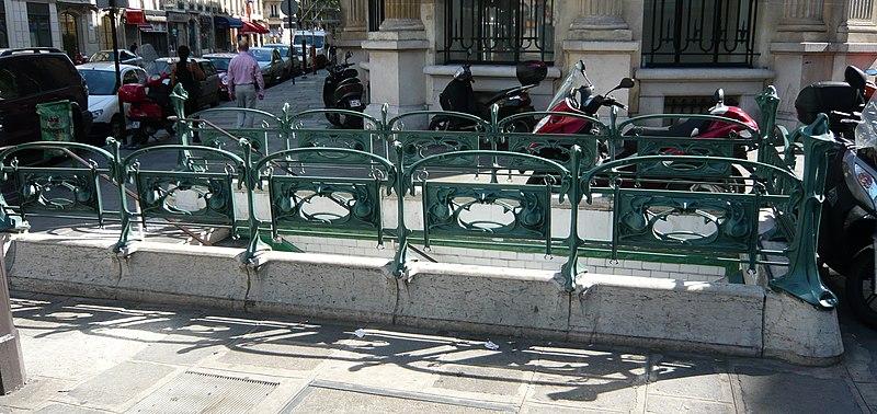 Photo du Monument Historique Métropolitain, station Saint-Lazare situé à Paris 8e Arrondissement