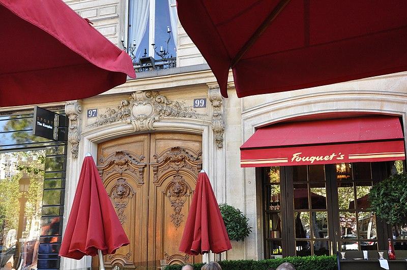 Photo du Monument Historique Brasserie restaurant Le Fouquet's situé à Paris 8e Arrondissement