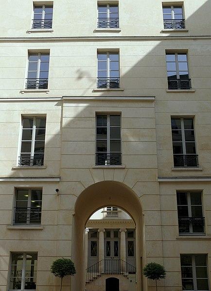 Photo du Monument Historique Immeubles, actuellement banque situé à Paris 9e Arrondissement