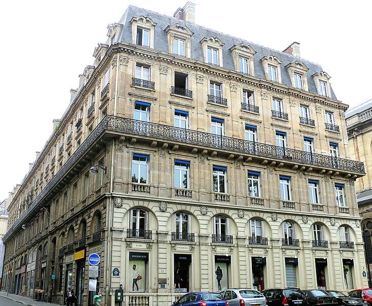 Photo du Monument Historique Immeubles aux abords de l'église de la Trinité situé à Paris 9e Arrondissement