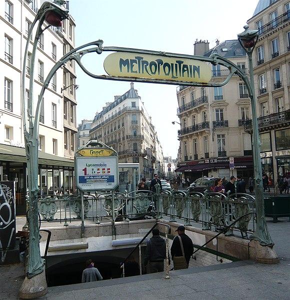 Photo du Monument Historique Métropolitain, station Cadet situé à Paris 9e Arrondissement