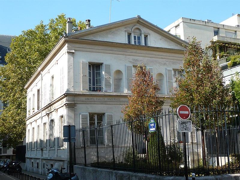 Photo du Monument Historique Ancienne mairie de Grenelle situé à Paris 15e Arrondissement