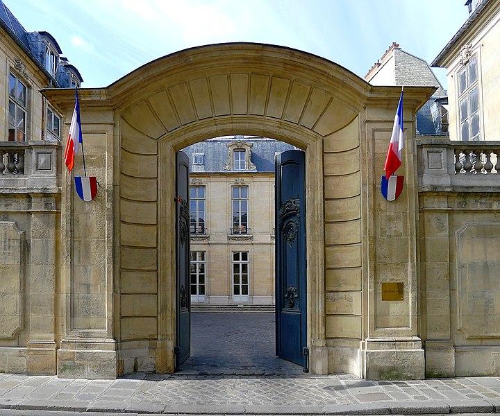 Photo du Monument Historique Hôtel de Broglie situé à Paris 7e Arrondissement