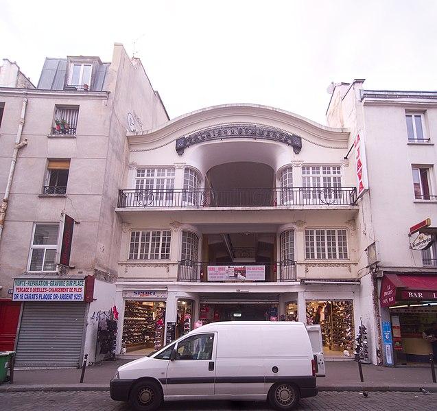 Photo du Monument Historique Palais du Commerce situé à Paris 10e Arrondissement
