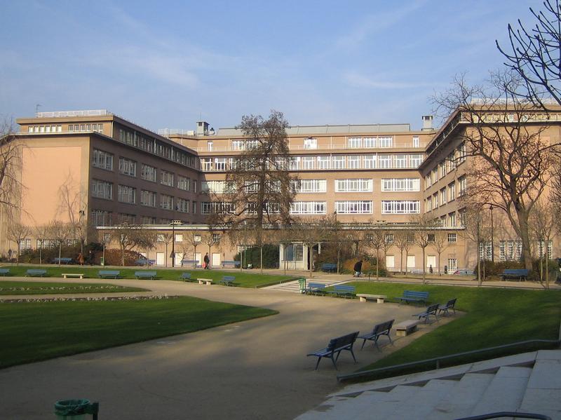 Photo du Monument Historique Lycée Camille Sée situé à Paris 15e Arrondissement