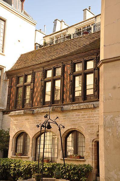 Photo du Monument Historique Immeuble (maison des Chantres, puis hôtel de la Motte-Montgaubert) situé à Paris 4e Arrondissement