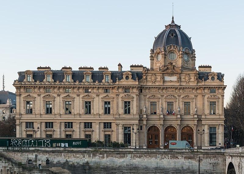 Photo du Monument Historique Tribunal de commerce de Paris situé à Paris 4e Arrondissement