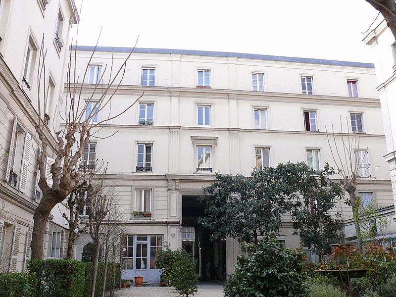 Photo du Monument Historique Ensemble d'immeubles dit Cité Napoléon situé à Paris 9e Arrondissement