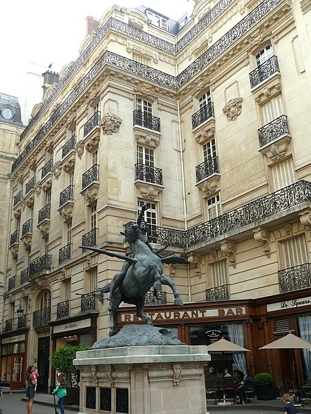 Photo du Monument Historique Immeubles situés square de l'Opéra-Louis-Jouvet situé à Paris 9e Arrondissement
