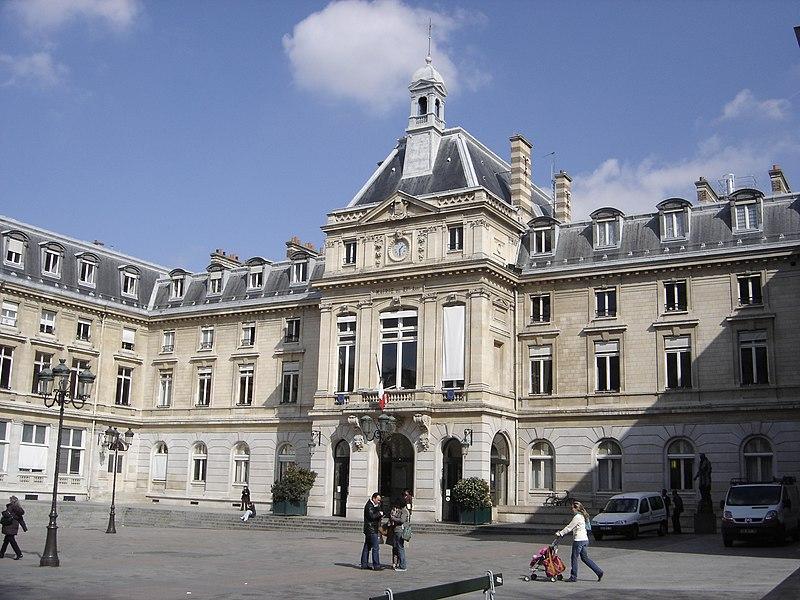 Photo du Monument Historique Mairie du 15e arrondissement situé à Paris 15e Arrondissement