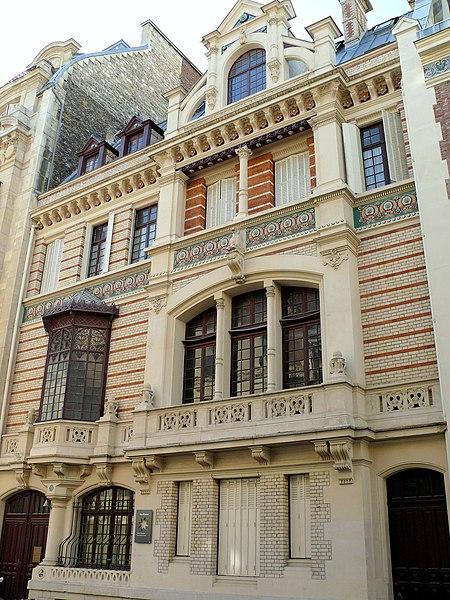 Photo du Monument Historique Ancien hôtel particulier, actuellement lycée professionnel de haute couture et d'esthétique situé à Paris 17e Arrondissement