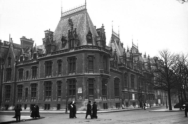 Photo du Monument Historique Ancien hôtel Gaillard, actuellement succursale de la Banque de France situé à Paris 17e Arrondissement