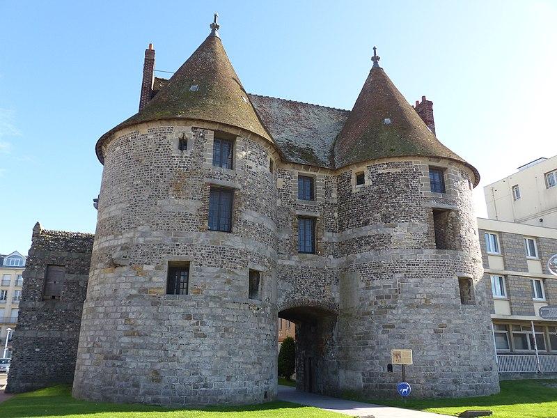 Photo du Monument Historique Porte de la ville situé à Dieppe