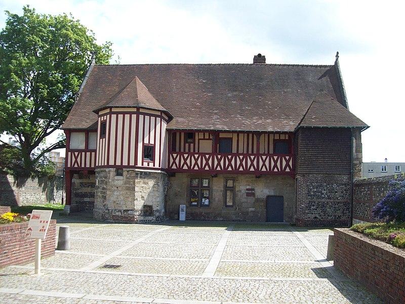 Photo du Monument Historique Immeuble dit Le Prieuré, actuellement musée du Prieuré situé à Harfleur