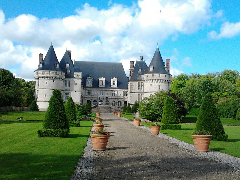 Photo du Monument Historique Domaine de Mesnières situé à Mesnières-en-Bray