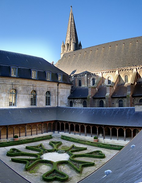 Photo du Monument Historique Ancienne abbaye situé à Montivilliers