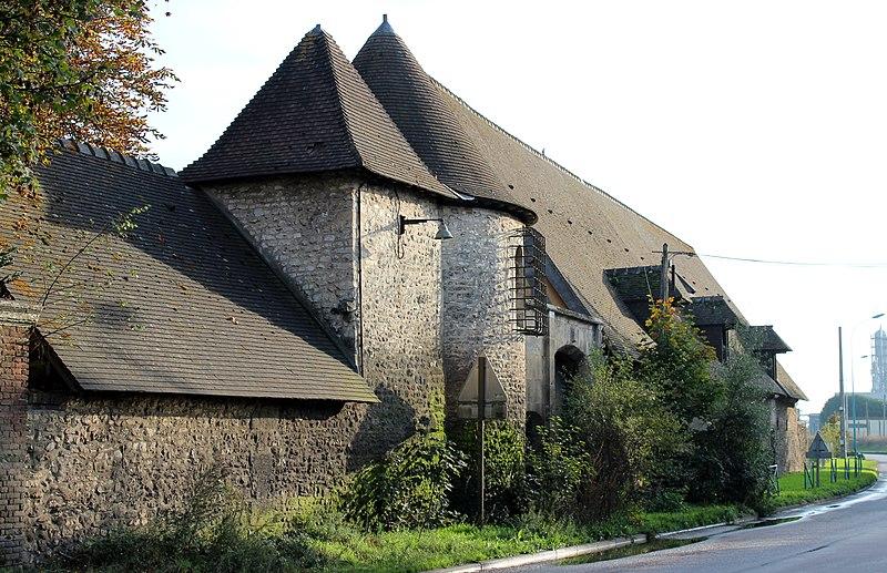 Photo du Monument Historique Ancien manoir de la Chapelle situé à Oissel