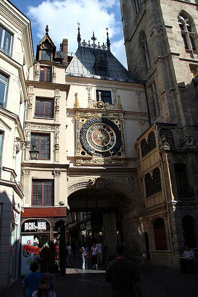 Photo du Monument Historique Gros-Horloge et fontaine situé à Rouen