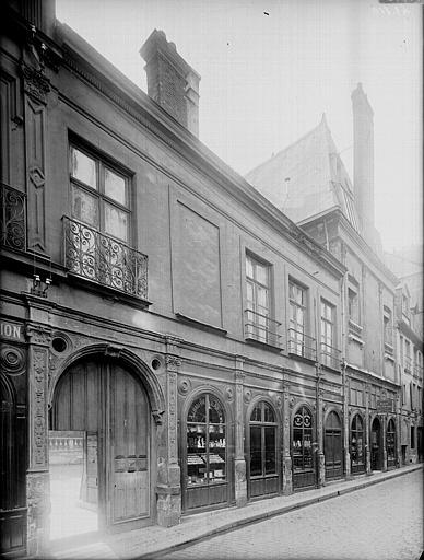 Photo du Monument Historique Ancien hôtel Jubert de Brécourt situé à Rouen
