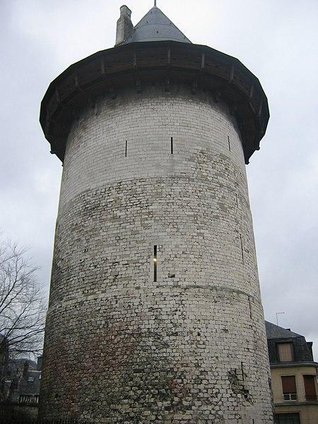 Photo du Monument Historique Tour dite de Jeanne d'Arc ou ancien donjon du château de Philippe-Auguste situé à Rouen