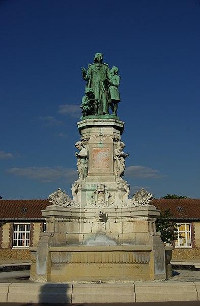 Photo du Monument Historique Fontaine Saint-Jean-Baptiste-de-la-Salle situé à Rouen
