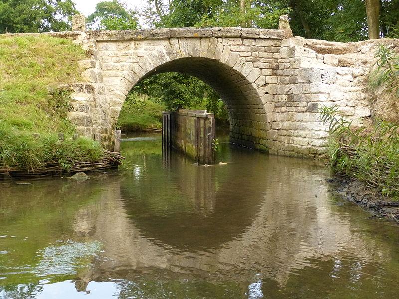 Photo du Monument Historique Pont de Coq (également sur commune de Saumont-la-Poterie) situé à Ménerval