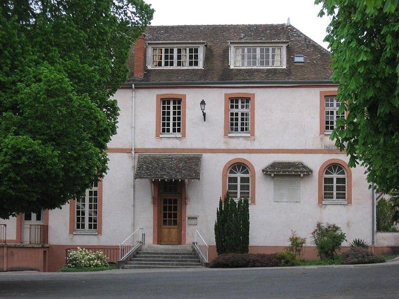 Photo du Monument Historique Ancien couvent des Carmes situé à Avon
