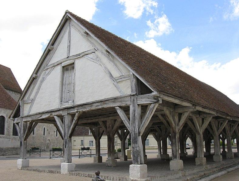 Photo du Monument Historique Halles situé à Beaumont-du-Gâtinais