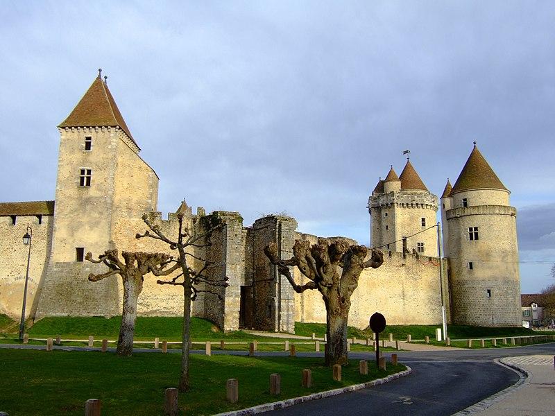 Photo du Monument Historique Château situé à Blandy