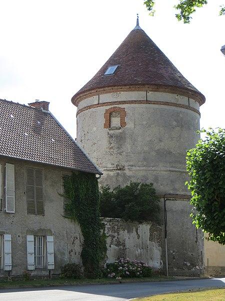 Photo du Monument Historique Pigeonnier de la Ferme situé à Coulommes
