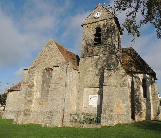 Photo du Monument Historique Eglise Saint-Geneviève situé à Courtomer