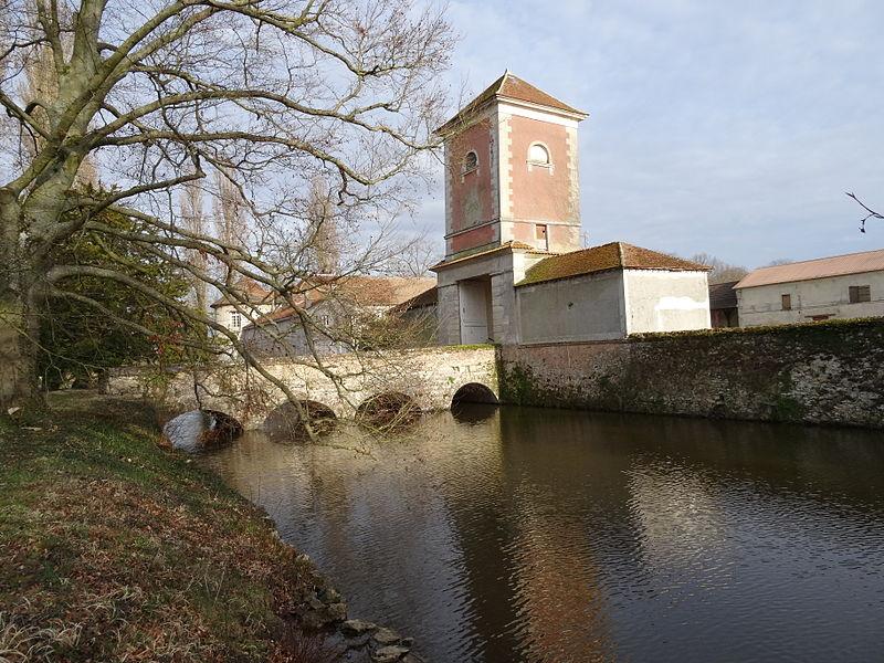 Photo du Monument Historique Ferme de Lamirault (également sur commune de Collégien) situé à Croissy-Beaubourg