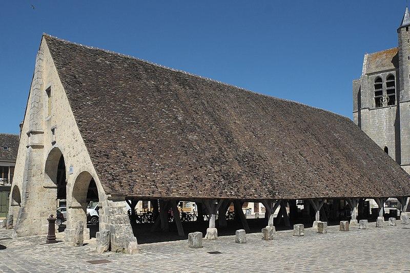 Photo du Monument Historique Halles situé à Egreville