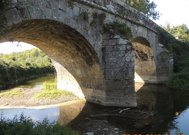 Photo du Monument Historique Pont des Romains dit le Vieux Pavé situé à Evry-Grégy-sur-Yerre