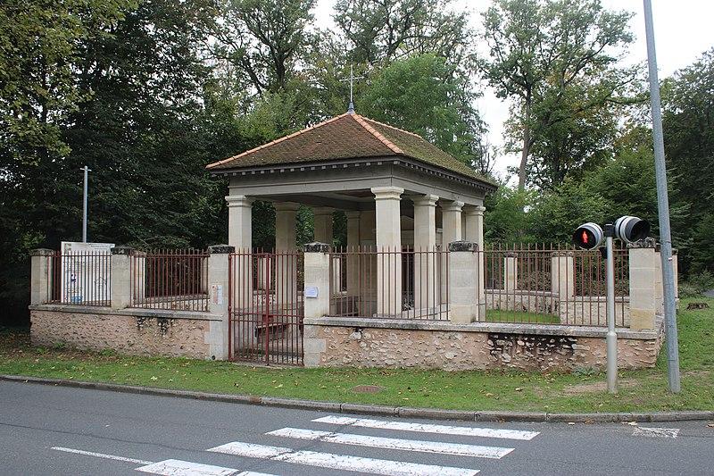 Photo du Monument Historique Chapelle Notre-Dame-de-Bon-Secours situé à Fontainebleau
