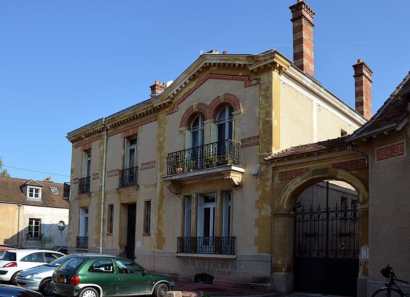 Photo du Monument Historique Hôtel d'Albret situé à Fontainebleau