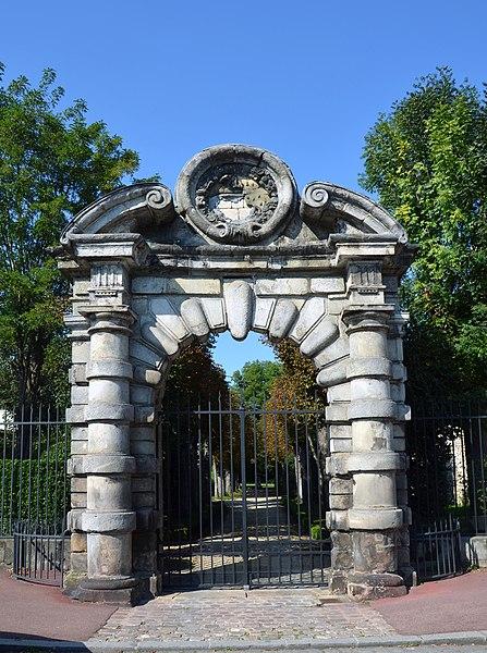 Photo du Monument Historique Hôtel du Tambour (ancien hôtel de Mademoiselle ou ancien hôtel de Bourbon puis de Condy-Bourbon) situé à Fontainebleau
